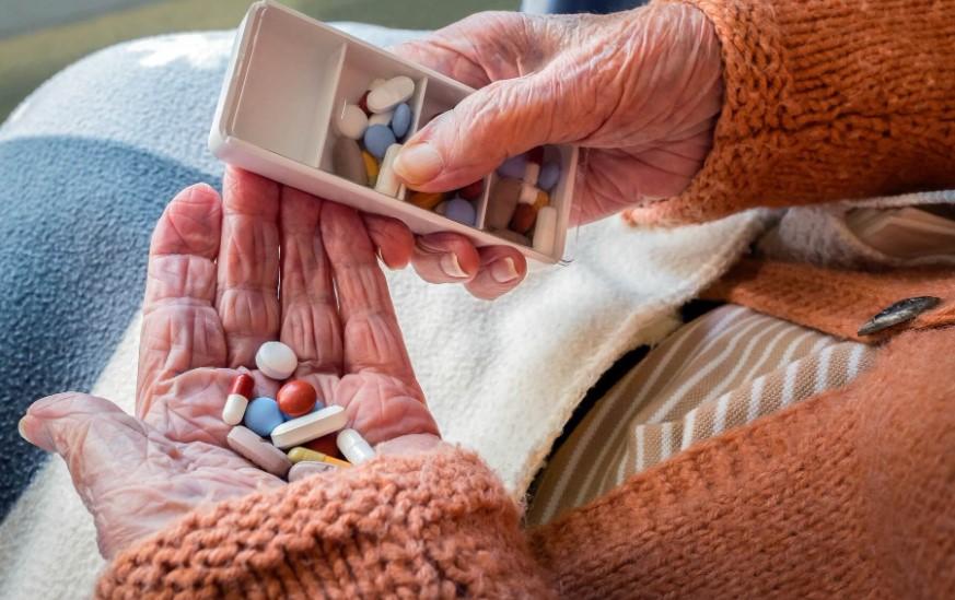 cognitive decline worsens with memantine